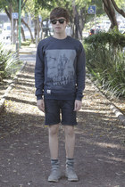 Dirty Velvet t-shirt - Frank Wright boots - pull&bear shorts