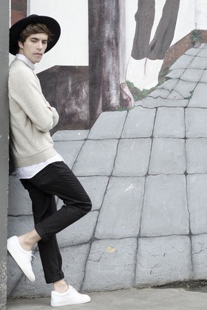 H&M sweatshirt - H&M hat - Spicy Color Korea shirt - Zara pants