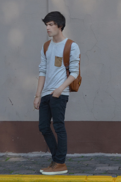 H&M jeans - from Korea bag - American Eagle sneakers - thrifted ring