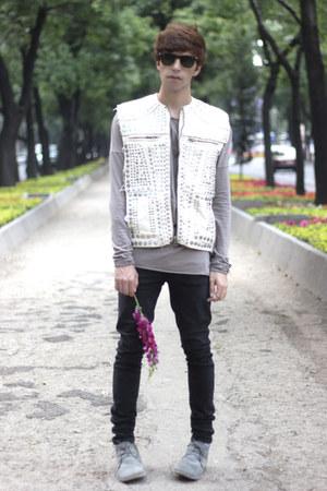 H&M jeans - pull&bear jeans - Ray Ban sunglasses - Zara t-shirt - H&M vest