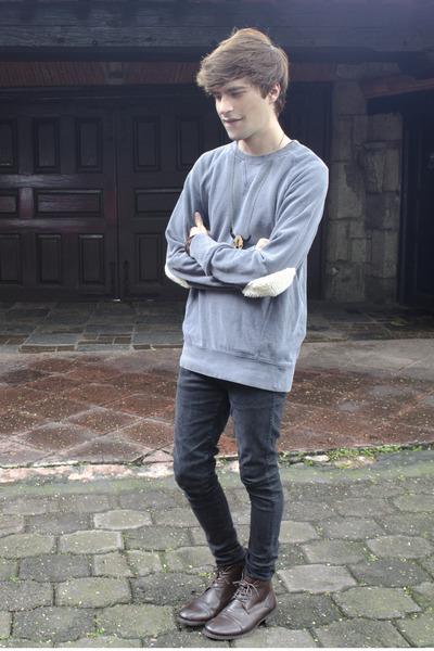 Paruno boots - Dr Denim jeans - Selected sweatshirt - titiMadam necklace