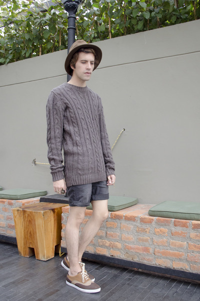 Zara hat - pull&bear sweater - pull&bear shorts - Zara sneakers - H&M ring