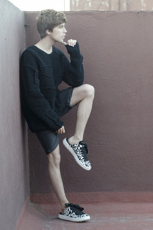 coach sweater - pull&bear shorts - coach sneakers