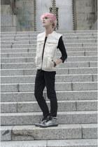 H&M vest - Dr Denim jeans - Zara t-shirt - Adidas sneakers - H&M bracelet
