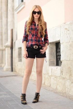 Chloe boots - Zara shorts - Celine sunglasses