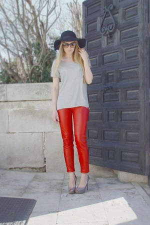 Gucci sunglasses - Zara heels -  Bicyclette t-shirt - leather Zara pants