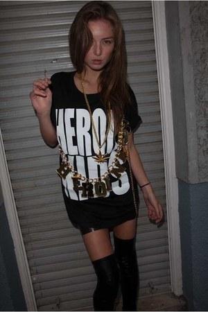 black cotton HeroinKids t-shirt - HeroinKids belt