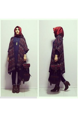 navy ethnic cardigan - dark brown de facto boots - navy jeans