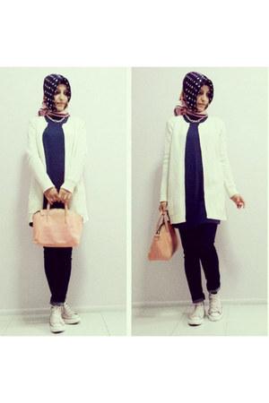 navy jeans - navy silk Armine scarf - light pink plastic collezione bag