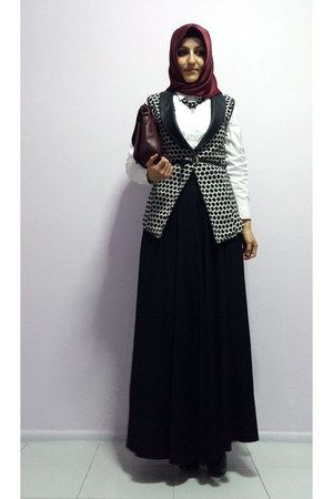black polka dot vest - black boots - white LC Waikiki shirt - crimson scarf