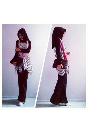black flared Campus jeans - black Sunway scarf - bubble gum lcwaikiki scarf