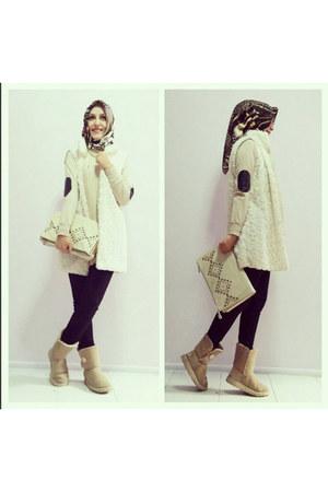 ivory faux fur vest - beige Ugg boots - dark brown animal print aker scarf