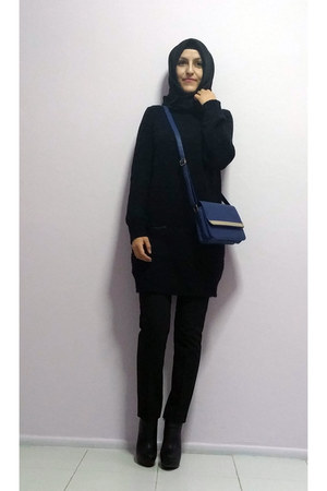 black boots - black knit LC Waikiki sweater - black Sunway scarf