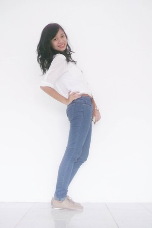 navy skinny jeans Forever 21 jeans - beige shubizz shoes - white top