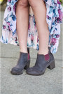 Dark-brown-cat-boots-light-pink-knt-dress-beige-brandy-melville-cape