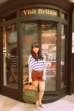 blue H&M top - olive green pull&bear bag - brown Uniqlo shorts