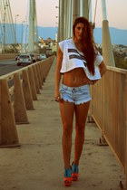 heels - shorts - ring - t-shirt