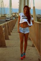 heels - shorts - ring - t-shirt