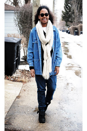 white Zara scarf - rayban sunglasses