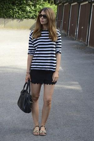 Topshop bag - H&M shorts - Prada sunglasses - Zara t-shirt