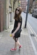 H&M t-shirt - Primark bag - Prada sunglasses - Vans sneakers - H&M skirt