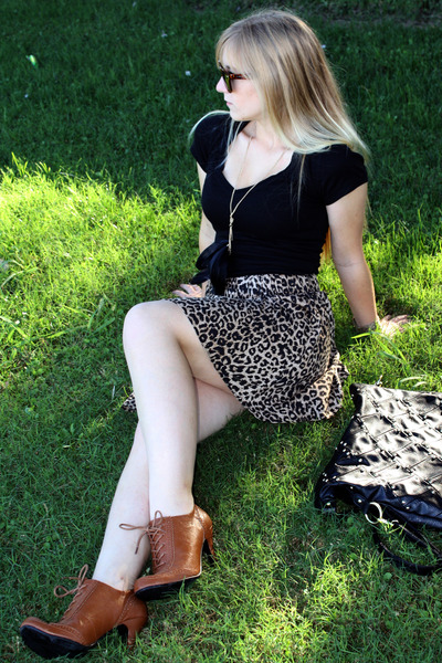 brown Forever21 shoes - black Forever21 necklace