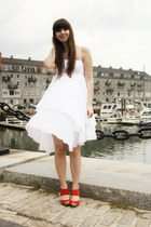 white united colors of benetton dress - red seychelles heels
