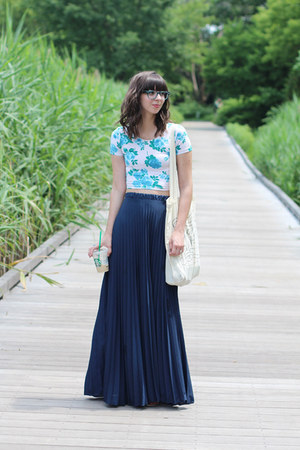 navy Ruche skirt - sky blue American Apparel t-shirt