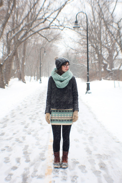 aquamarine The Seam Designs scarf - dark brown Sorel boots
