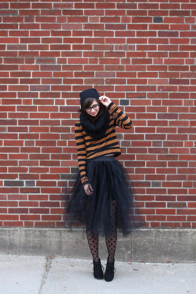 black H&M tights - black asos scarf - black Urban Outfitters skirt