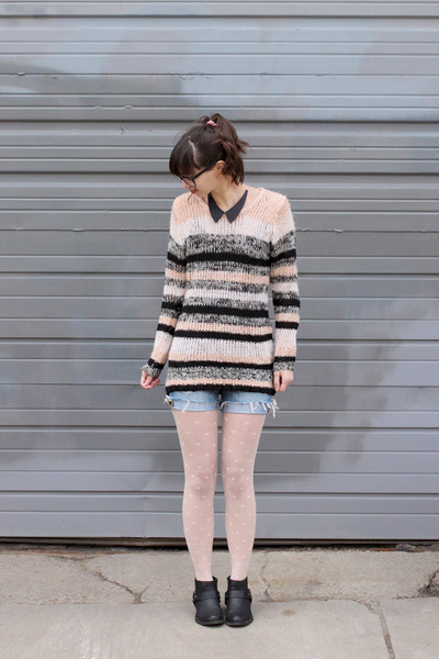 light pink thrifted sweater - black Forever21 boots - ivory madewell tights