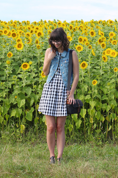 black ona bags bag - white Ruche dress - sky blue oldnavy vest