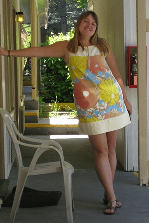 Tracy Feith for Target dress - BOC shoes - Tommy Hilfiger accessories