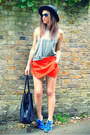 Black-fedora-h-m-hat-red-skort-zara-shorts