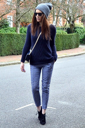 navy knitted Gap jumper - black ankle Topshop boots