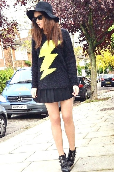 yellow oversized Primark jumper - black studded Office boots
