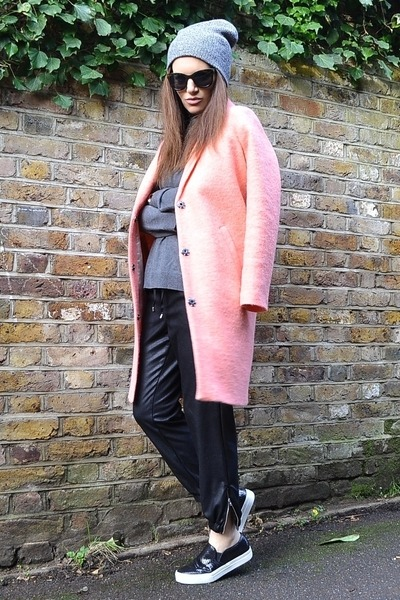 pink textured Topshop coat - heather gray beanie Topshop hat