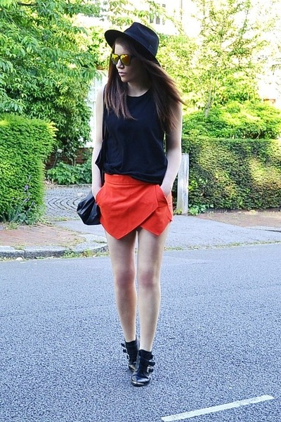 black leather Office boots - red street style Zara shorts