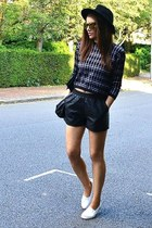 black faux leather Topshop shorts - gold mirrored Topshop sunglasses