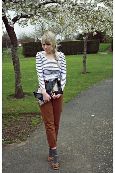 brown vintage pants - brown no name shoes - white new look top - black Primark p