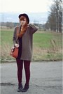 Black-h-m-hat-brick-red-new-look-leggings-tawny-new-look-bag