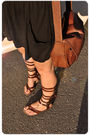 Beige-vintage-t-shirt-black-zara-skirt-brown-vintage-from-madrid-accessories