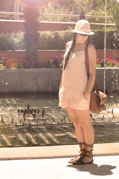 beige vintage hat - pink BLANCO vest - brown Vintage from Madrid accessories - w