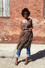Olive-green-thrifted-dress-blue-levis-jeans-bronze-abound-heels