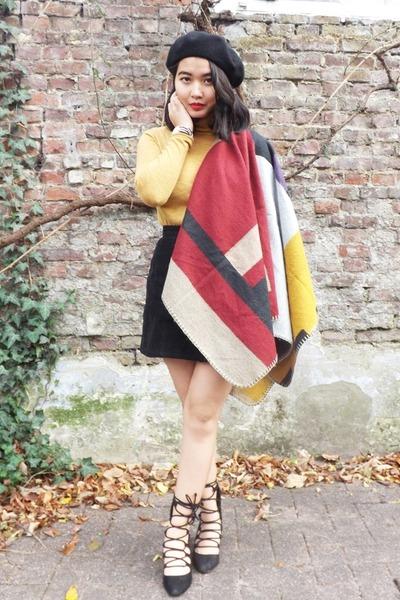 Burberry cape - Zara shoes - Paris hat - Bershka sweater