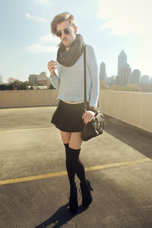 black Urban Outfitters bag - light blue loose fit H&M sweater