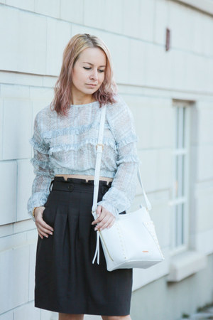 periwinkle ruffle blouse Zara top - white crossbody Pinkstix bag