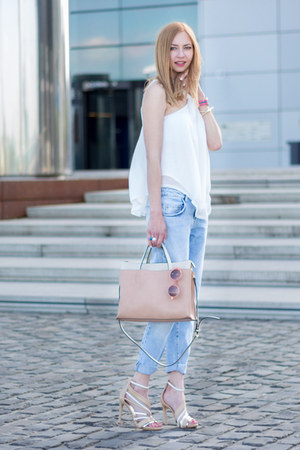 white neckholder Zara top - blue Zara jeans - nude bicolored Zara bag