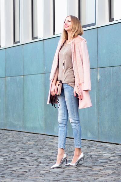 8e5ad3d2550 Light Pink Faux Fur Zara Coats, Blue Skinny Jeans Zara Jeans |