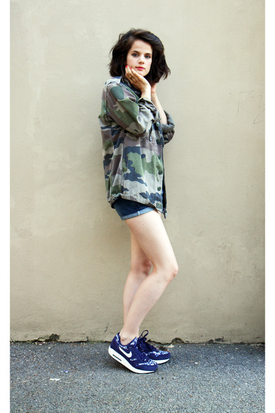 camouflage Urban Outfitters coat - nike sneakers